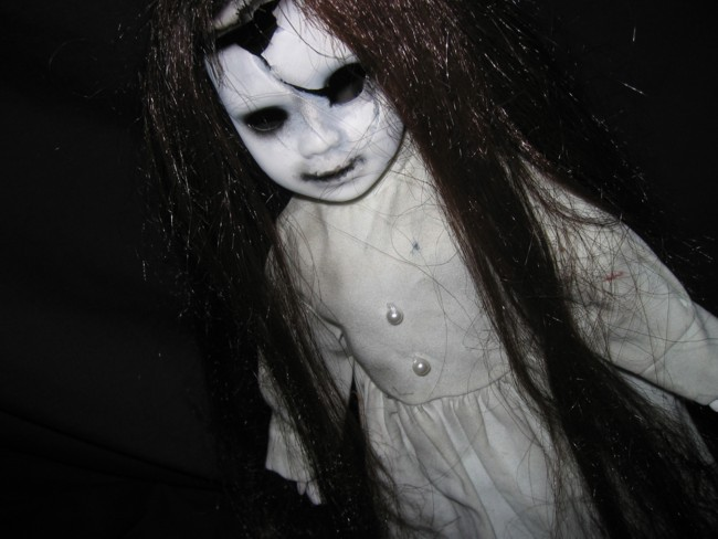 http://www.vello42.com/wp-content/uploads/2009/03/scary_doll7.jpg
